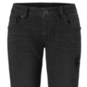 NWT Cabi Slim Boyfriend Distressed Skinny Jeans